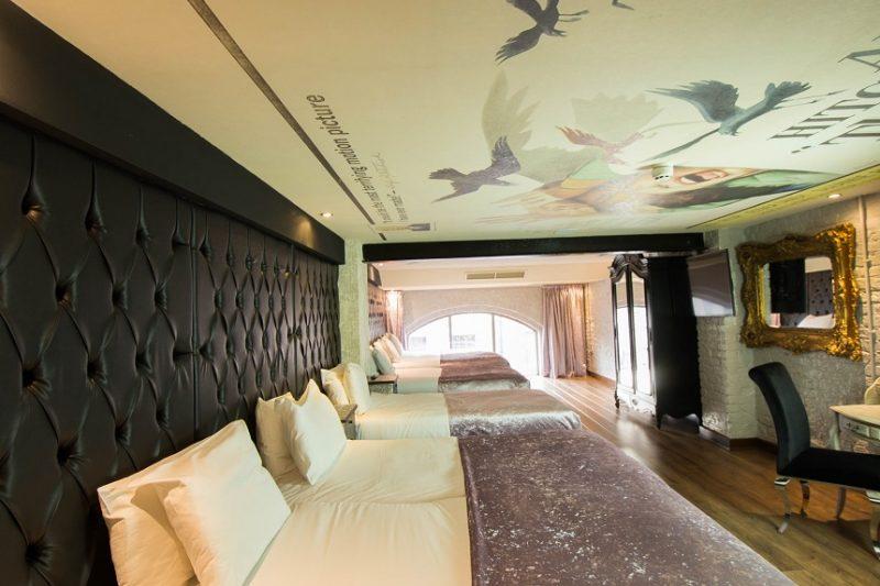 thriller themed hotel room - The Birds