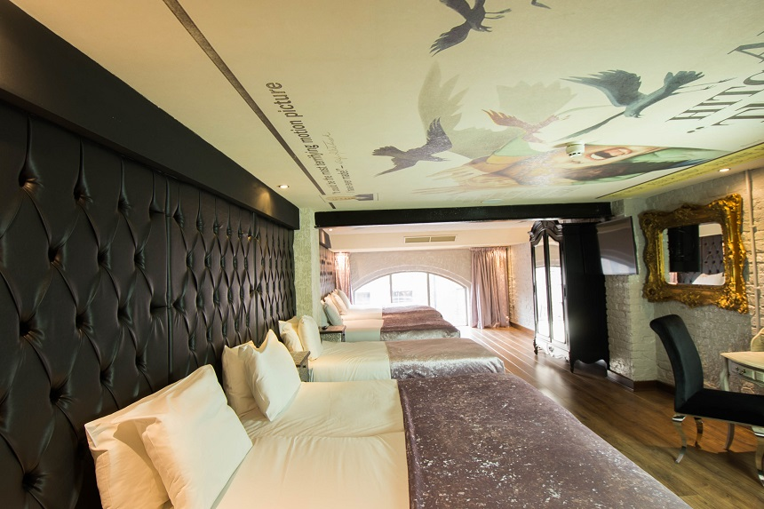 thriller themed hotel room - The Birds